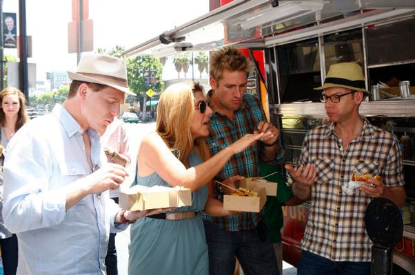 Would it be more or less ridiculous if Curtis Stone were also wearing a hat?