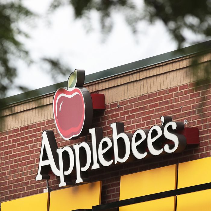 An Applebee's sign.