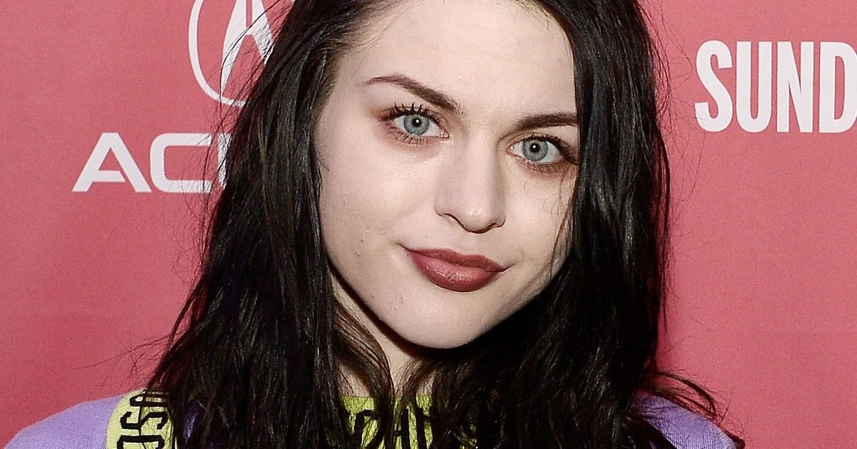 Photo of the cool mysterious  Frances Cobain from Los Angeles, California, United States without makeup