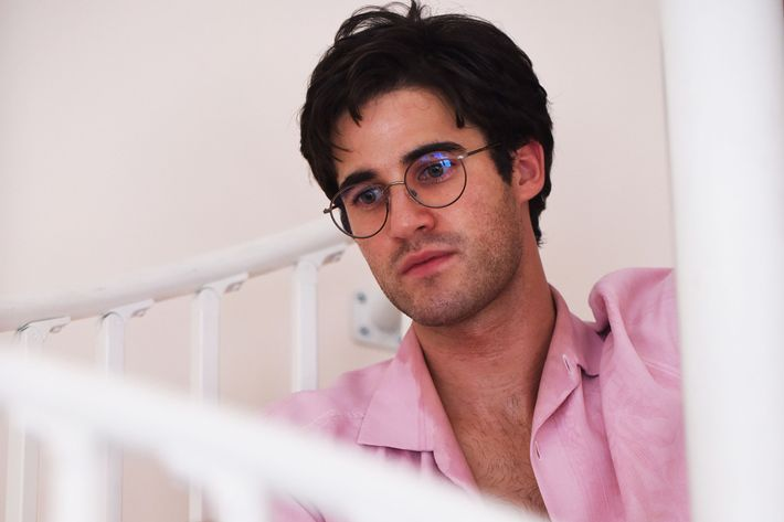 Darren Criss plays Andrew Cunanan, who assassinated Gianni Versace