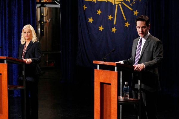 "PARKS AND RECREATION -- ""The Debate"" Episode 420 -- Pictured: (l-r) Amy Poehler as Leslie Knope, Paul Rudd as Bobby Newport."