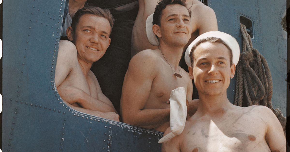 10 Intimate Photographs of World War II Soldiers in the Buff