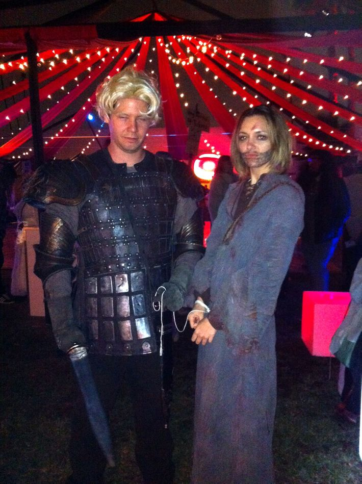 See The Mindy Project S Ike Barinholtz Dressed As Game Of Thrones