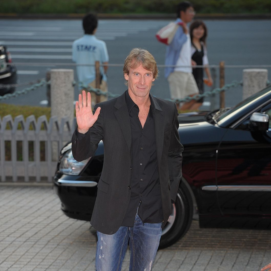 "OSAKA, JAPAN - JULY 16: Michael Bay during the ""Transformers: Dark of the Moon"" stage greeting at Osaka Station City Cinema on July 16, 2011 in Osaka, Japan. The film will open on July 29 in Japan.  (Photo by Koki Nagahama/Getty Images for Paramount Pictures)"