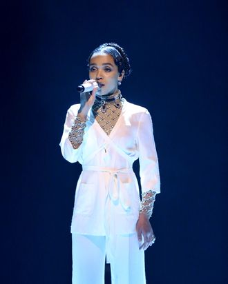 FKA Twigs looks this good without fancy celebrity beauty treatments.