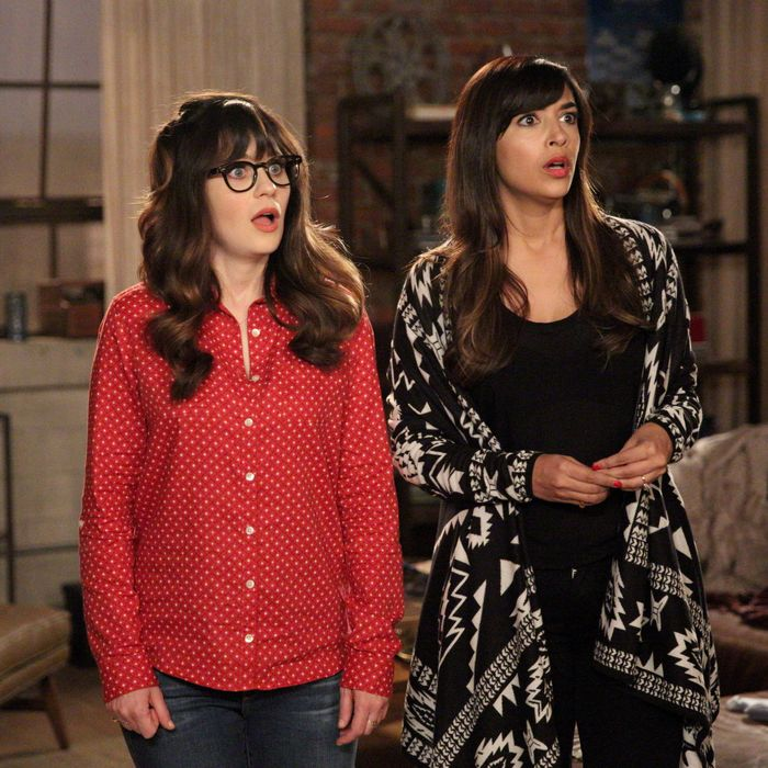 NEW GIRL: L-R: Zooey Deschanel and Hannah Simone in the