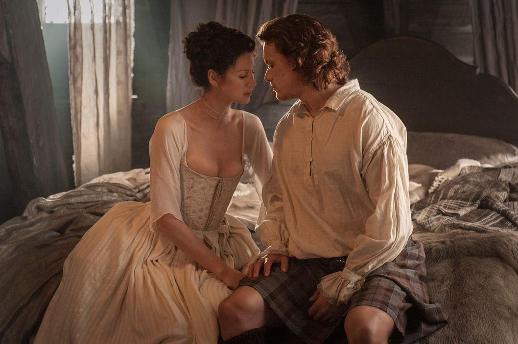 ron d moore breaks down the outlander wedding vulture