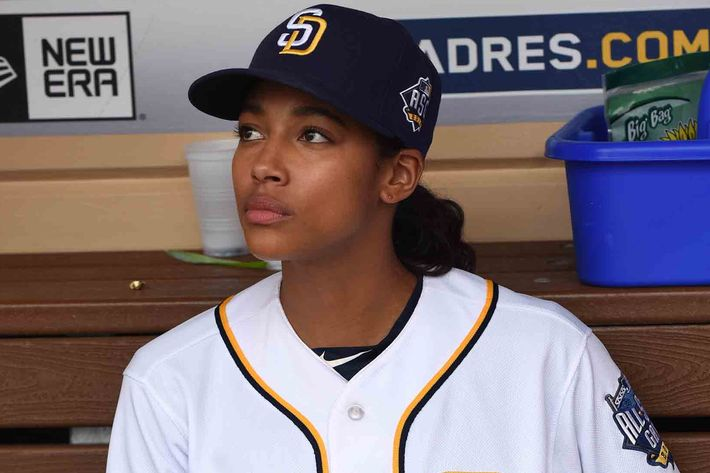 "PITCH: Kylie Bunbury in the all-new ""Scratched"" episode of PITCH airing Thursday, Dec. 1 (8:59-10:00 PM ET/PT) on FOX.CR: Ray Mickshaw / FOX. © 2016 FOX Broadcasting Co."