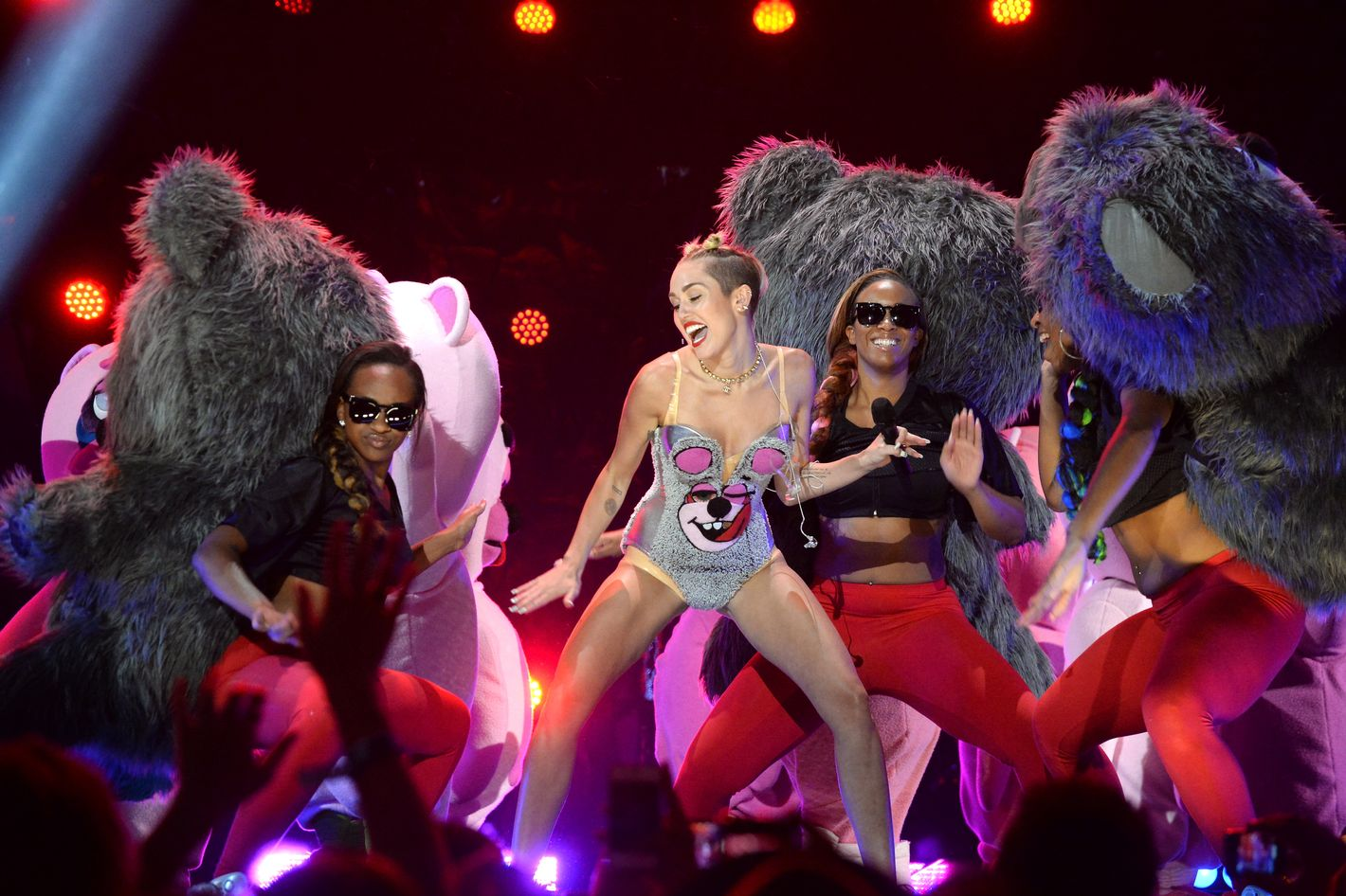 Miley Cyrus Sex Porn - Critics Roundup: What Everyone Said About Miley Cyrus's VMA Performance