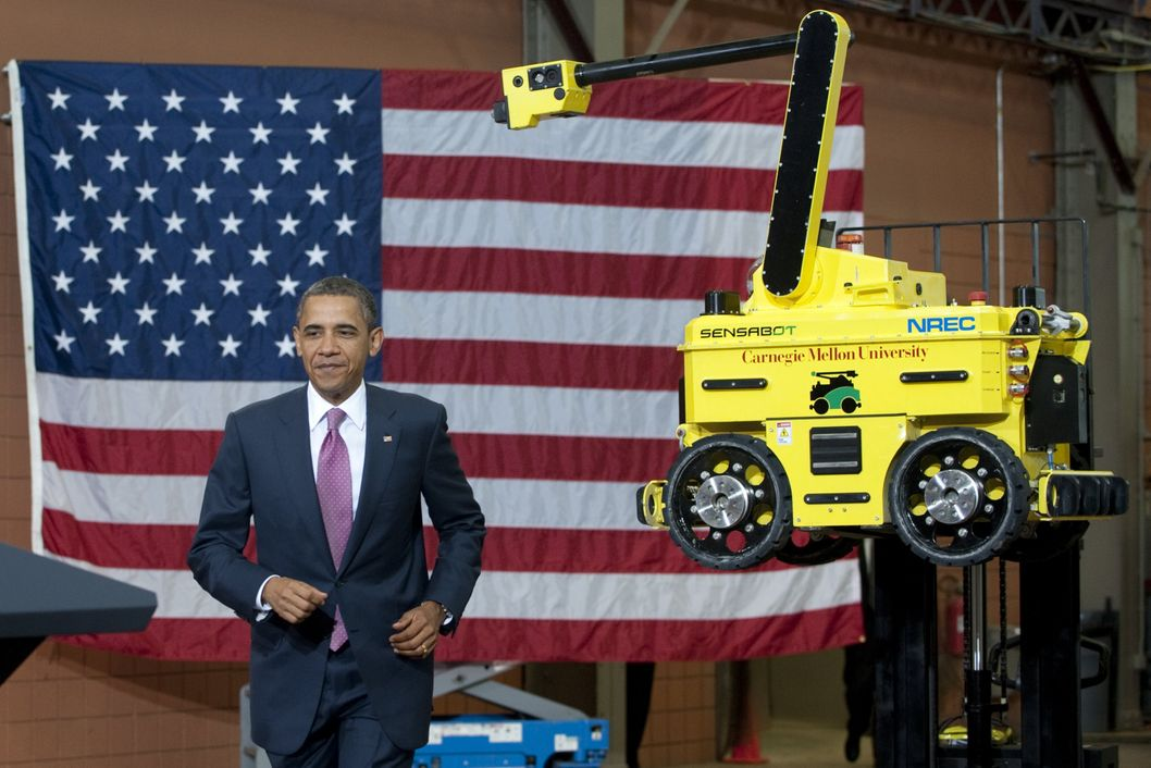 US President Barack Obama arrives to speak on technology and the economy after touring the National Robotics Engineering Center at Carnegie Mellon University in Pittsburgh, Pennsylvania, June 24, 2011.