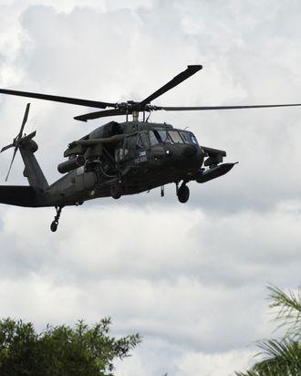 An artillery helicopter type Black Hawk AH-60L