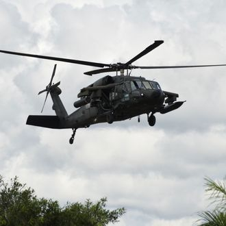 An artillery helicopter type Black Hawk AH-60L