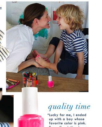 Jenna Lyons with her pink-toenailed son, Beckett.