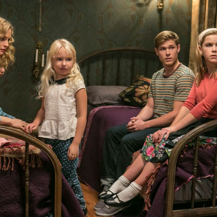 Seitz: Great Cast, Great Production Design. So Why Is Flowers in the Attic So Unsatisfying?