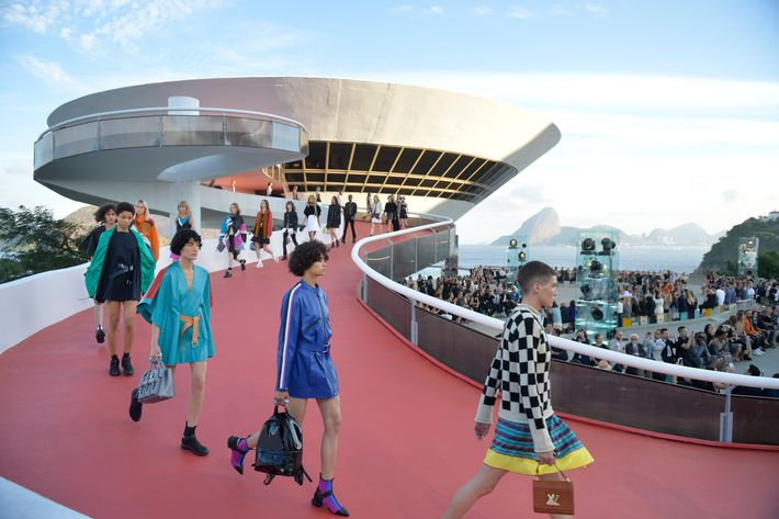 Futuristic designs on a futuristic spaceship.