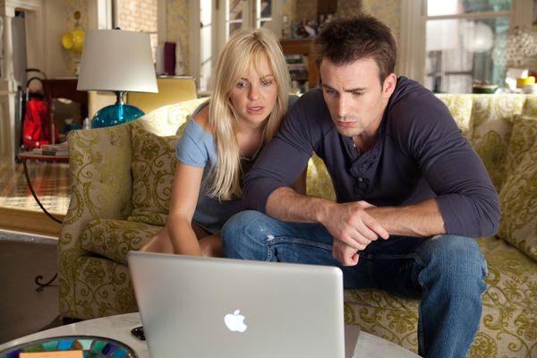 9 Relationship Rules for the Online-Obsessed