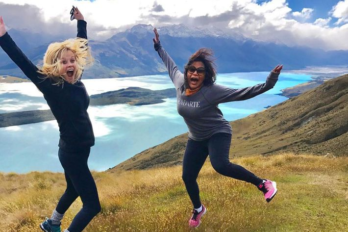 New Zealand Time Twitter: Mindy Kaling, Reese Witherspoon, Oprah In New Zealand