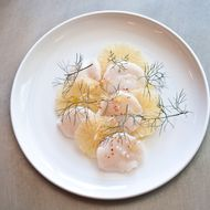 Sliced scallops with grapefruit.