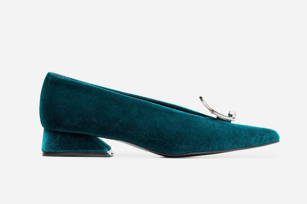 Yuul Yie Peacock Green 30 Buckle Velvet Pumps