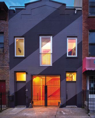 The exterior was painted in black and pale-gray stripes.