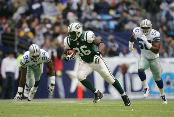 Chris Baker #86 of the New York Jets carries the ball during the NFL game against the Dallas Cowboys at Texas Stadium on November 22, 2007 in Irving, Texas.
