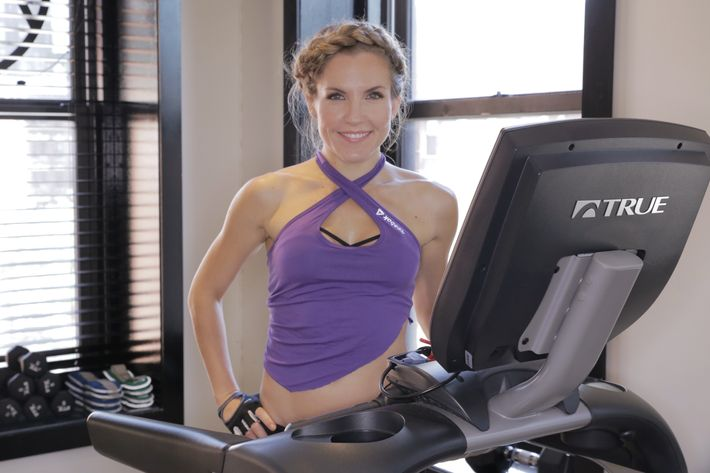 Anna Kaiser, Shakira's trainer, wants you to use the treadmill differently.