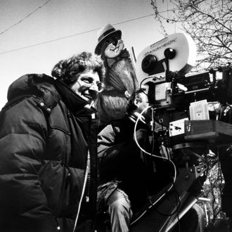 GROUNDHOG DAY, director Harold Ramis, on location in Woodstock, Illinois, 1993. ?Columbia Pictures/courtesy Everett Collection