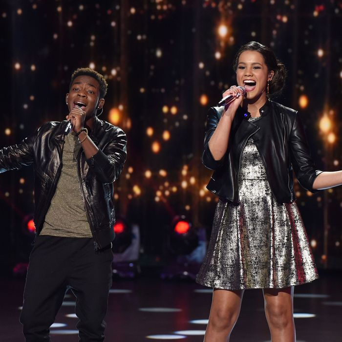AMERICAN IDOL: Top 6: L-R: Contestants Lee Jean and Tristan McIntosh perform on AMERICAN IDOL airing Thursday, March 10 (8:00-10:00 PM ET/PT) on FOX. © 2016 FOX Broadcasting Co. Cr: Ray Mickshaw/ FOX. This image is embargoed until Thursday, March 10,10:00PM PT / 1:00AM ET