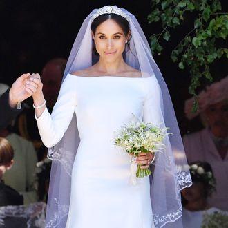 9f4309bb07 British Fashion Designer Is Salty Over Meghan Markle s Wedding Dress