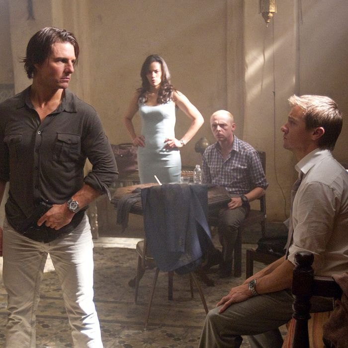 Tom Cruise plays Ethan Hunt, Paula Patton plays Jane, Simon Pegg plays Benji, and Jeremy Renner plays Brandt in MISSION: IMPOSSIBLE – GHOST PROTOCOL.