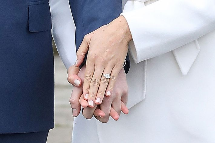 See the First Pics of Meghan Markle's Engagement Ring