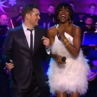 Michael Buble White Christmas.Watch Michael Buble And Kelly Rowland S White Christmas Duet