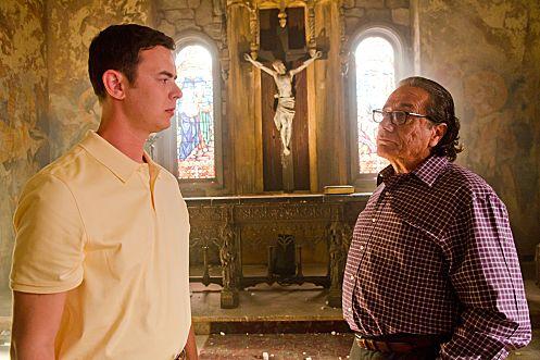 Colin Hanks as Travis Marshall and Edward James Olmos as Professor Gellar (Season 6, episode 5) - Photo: Randy Tepper/Showtime - Photo ID: dexter_605_0503