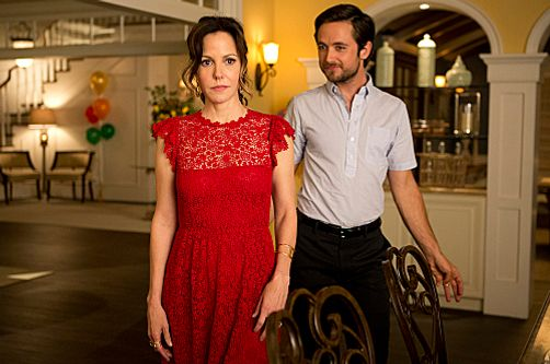 Mary-Louis Parker as Nancy Botwin and Justin Chatwin as Josh Wilson (Season 8: episode 12)