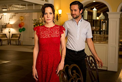 Mary-Louis Parker as Nancy Botwin and Justin Chatwin as Josh Wilson (Season 8: episode 12) - Photo: Michael Desmond/SHOWTIME - Photo ID: WEEDS_812_0150