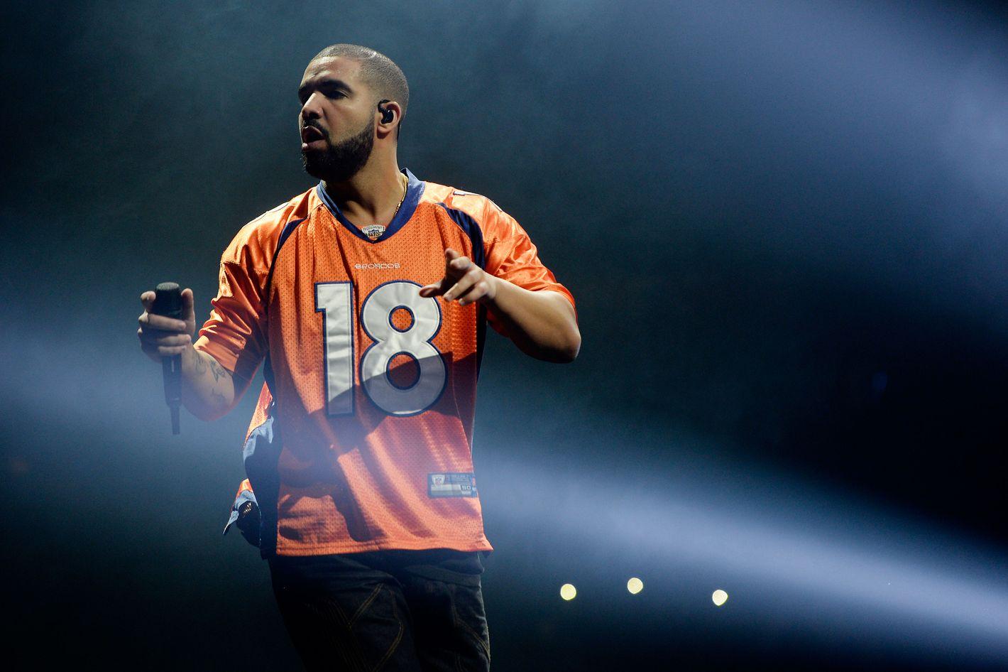 Total nerd Drake visited Drake University and hung outside sororities