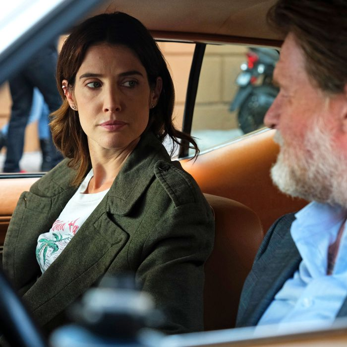 Dex (Cobie Smulders) and Artie (Donal Logue) in Stumptown.