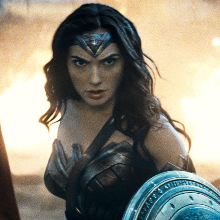 (l-r) Henry Cavill as Superman, Gal Gadot as Wonder Woman and Ben Affleck as Batman in BATMAN V SUPERMAN: DAWN OF JUSTICE. ©Warner Bros. Entertainment.