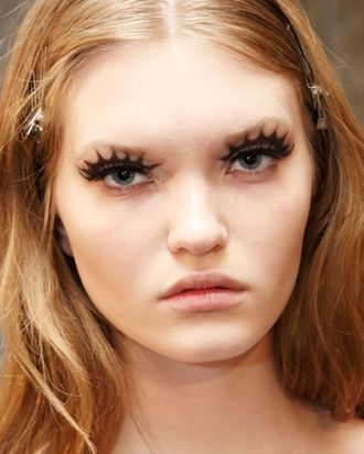 How to fake your lashes like Pat McGrath at Anna Sui.