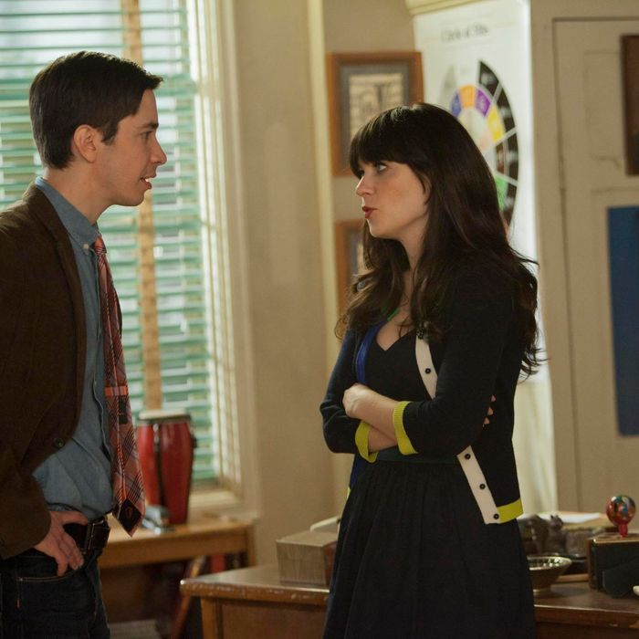 Jess (Zooey Deschanel, R) is surprised by what Paul (guest star Justin Long, L) tells her in the