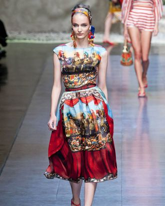 Citing Sicily As A Source Of Inspiration Dolce Gabbana Sent Out Collection Filled With Raffia More Stripes And Burlap Flour Sacks Transformed Into