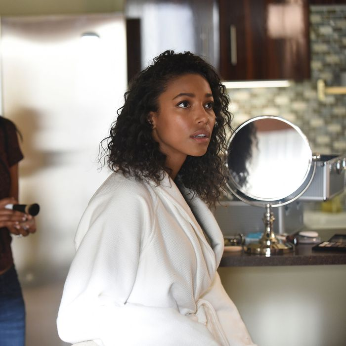 """PITCH: L-R: Meagan Holder and Kylie Bunbury in the all-new """"Wear It"""" episode of PITCH airing Thursday, Nov. 3 (9:00-10:00 PM ET/PT) on FOX. Cr: Ray Mickshaw / FOX. © 2016 FOX Broadcasting Co."""