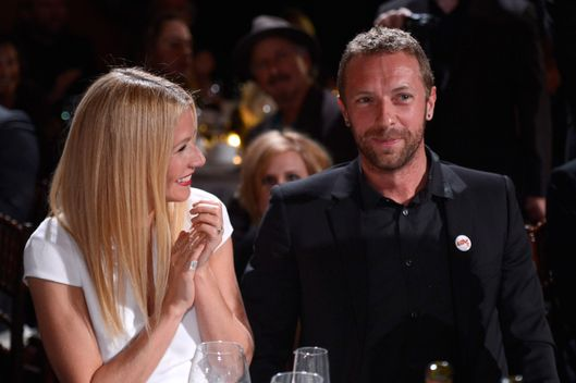 BEVERLY HILLS, CA - JANUARY 11:  Gwyneth Paltrow and Chris Martin attend the 3rd annual Sean Penn & Friends HELP HAITI HOME Gala benefiting J/P HRO presented by Giorgio Armani at Montage Beverly Hills on January 11, 2014 in Beverly Hills, California.  (Photo by Kevin Mazur/Getty Images for J/P Haitian Relief Organization)