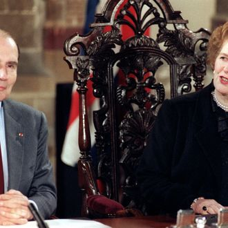 French President Fran?ois Mitterrand (L) and British Prime Minister Margaret Thatcher (R) hold a press conference, 12 February 1986, in Canterbury Cathedral, after signing the Canterbury treaty between France and Britain on the construction of a double rail tunnel under the English channel.