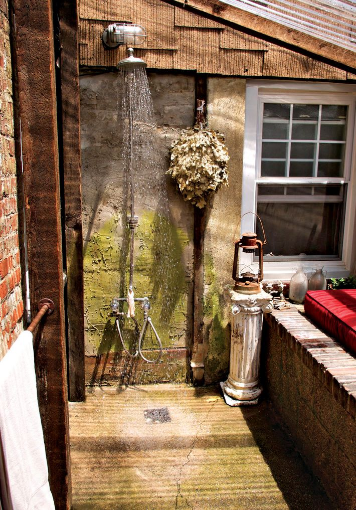 How to create an outdoor shower in the middle of the city - How to make an outdoor shower ...