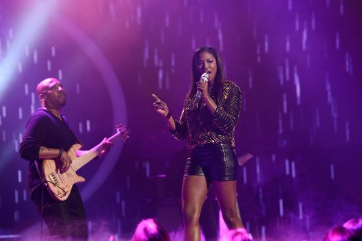 Amber Holcomb performs on AMERICAN IDOL