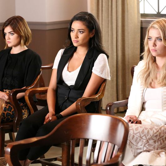 LUCY HALE, SHAY MITCHELL, ASHLEY BENSON