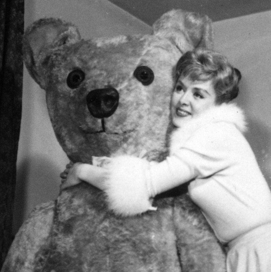 12 Giant Teddy Bears To Shop For Valentine S Day 2018