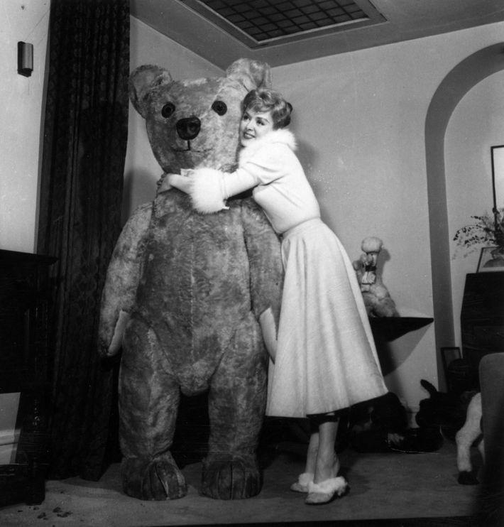 httpspixelnymagcomimgsdailystrategist2018 - Giant Teddy Bear For Valentines Day