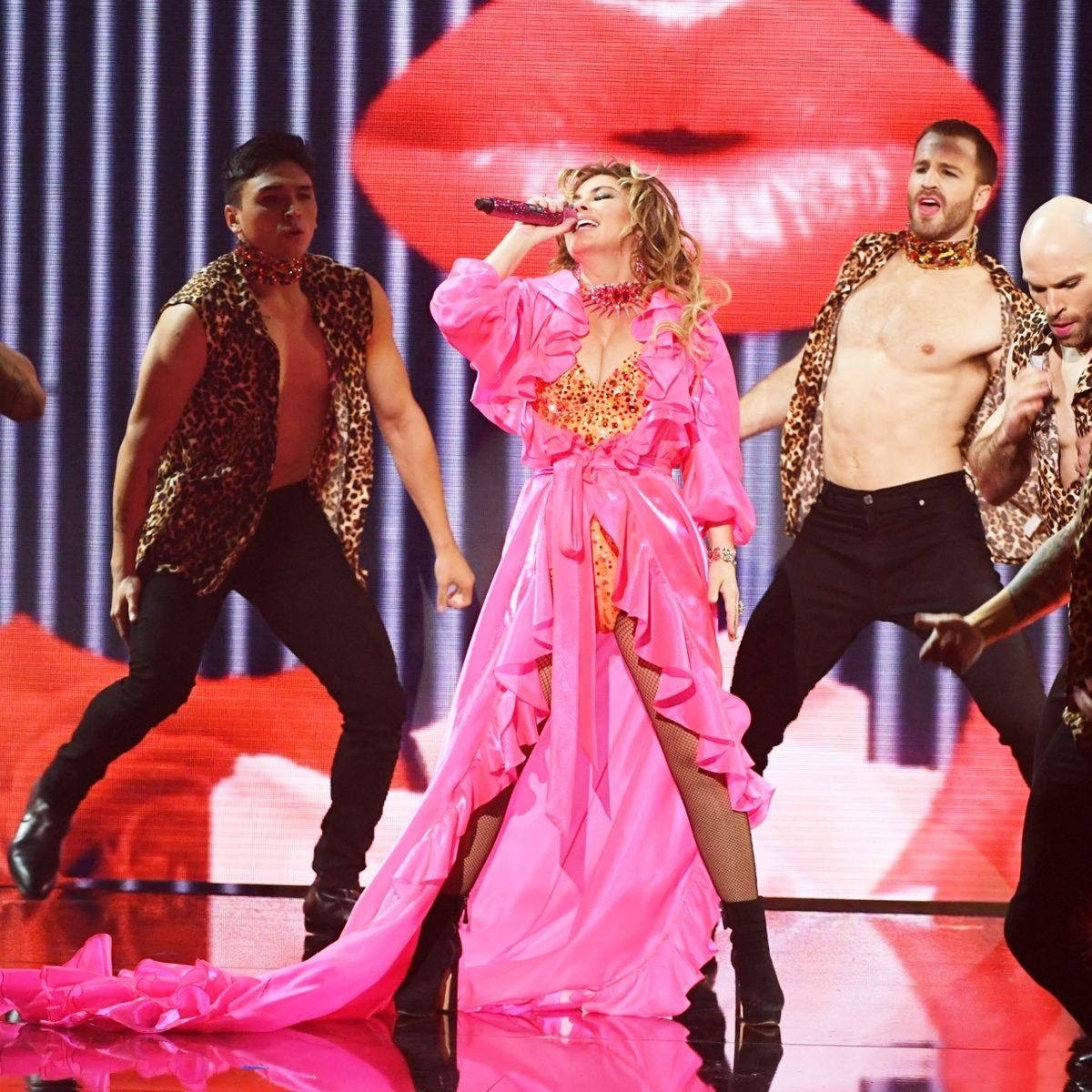 AMAs 2019: Shania Twain's Closing-Medley Performance [Video]